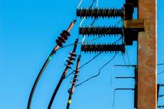 Posta elettrica con i cavi, energia potente immagine stock libera da diritti