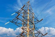 Posta elettrica di alta tensione della torre Immagini Stock