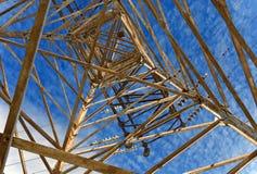 Posta elettrica di alta tensione della torre Fotografia Stock Libera da Diritti