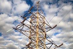 Posta elettrica di alta tensione della torre Immagini Stock Libere da Diritti
