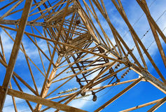 Posta elettrica di alta tensione della torre Immagine Stock