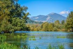 Posta Fibreno naturlig reserv för sjö, i landskapet av Frosinone, Lazio, Italien Fotografering för Bildbyråer