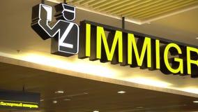 Posta interna Phuket, Tailandia di immigrazione dell'aeroporto archivi video