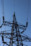 Posta o torre ad alta tensione di alta tensione Immagini Stock