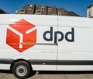 Posta parcel van delivery di DPD in città Immagine Stock