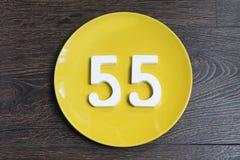 Postaci pięćdziesiąt pięć koloru żółtego talerz Obrazy Stock