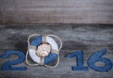 Postacie 2016 na starym popielatym drewnianym tle w morze stylu z zalecają się Obrazy Royalty Free