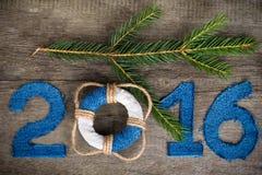 Postacie 2016 na starym popielatym drewnianym tle w morze stylu z zalecają się Fotografia Stock