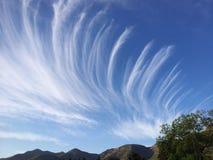 Postacie w niebie z chmurami Obrazy Royalty Free