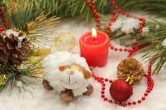 Postal de la Navidad con las ovejas del Año Nuevo Fotografía de archivo libre de regalías