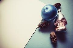 Postal de la Navidad en colores azules Fotos de archivo libres de regalías