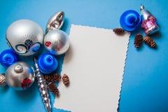 Postal de la Navidad en colores azules Foto de archivo libre de regalías