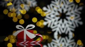 Postal del Año Nuevo con las bolas del juguete, el bastón de caramelo y los copos de nieve; almacen de video