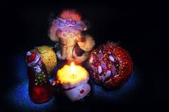 Postal 2018 del Año Nuevo de Papá Noel y del muñeco de nieve Fotos de archivo libres de regalías