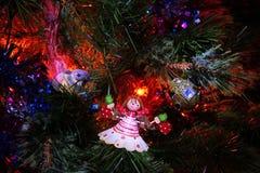 Postal 2018 del Año Nuevo de Papá Noel y del muñeco de nieve Foto de archivo libre de regalías