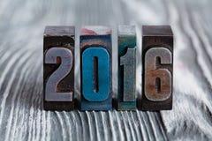 Postal 2016 del Año Nuevo escrito con prensa de copiar coloreada del vintage Imagen de archivo libre de regalías