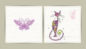 Postal del cumpleaños con el gato y la mariposa lindos para Fotos de archivo libres de regalías