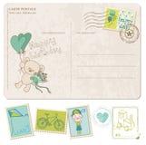 Postal del cumpleaños del bebé con el conjunto de sellos Imagenes de archivo