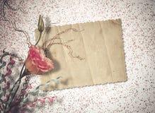 Postal del vintage para la invitación con el manojo de rosas Fotos de archivo libres de regalías