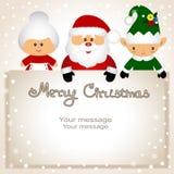 Postal divertida con el duende de la Navidad, señora Klaus y Papá Noel Foto de archivo