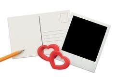 Postal, marco inmediato de la foto y corazones rojos Imagenes de archivo