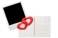 Postal, marco inmediato de la foto y corazones rojos Fotografía de archivo