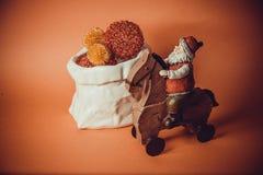 Postal para el diseño con los juguetes del Año Nuevo Imagenes de archivo