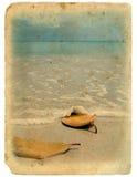 Postal vieja. Océano y arena imagen de archivo