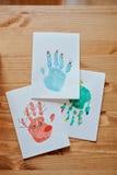 Postales hechas a mano de los handprints de la Navidad con los ciervos, el muñeco de nieve y el árbol Imagen de archivo libre de regalías