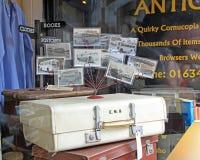 Postales y equipaje del vintage Foto de archivo