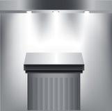 Postament na bielu z światłami reflektorów Fotografia Stock