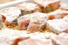 Postas cobertas com a farinha e os pães ralados de trigo Fotografia de Stock
