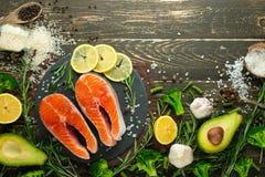 Postas frescas deliciosas, salmões, truta Alimento limpo e saboroso bandeira imagem de stock royalty free