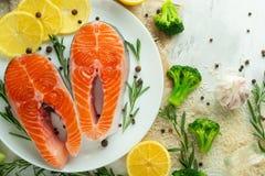Postas frescas deliciosas, salmões, truta Com vegetais, supermercado fino, alimento do vegetariano, dieta e Dotex foto de stock royalty free