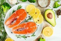 Postas frescas deliciosas, salmões, truta Com vegetais, supermercado fino, alimento do vegetariano, dieta e Dotex fotografia de stock royalty free