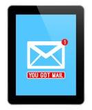 Postbericht op Moderne Zwarte Tablet Royalty-vrije Stock Afbeelding