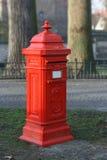 Postbox che si leva in piedi a parte Immagini Stock Libere da Diritti