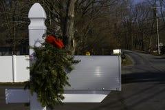 Postbox decorato per il Natale Fotografie Stock Libere da Diritti