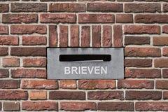 Postbox na parede de tijolo Fotografia de Stock Royalty Free