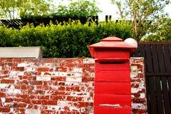 Postbox vermelho feito a mão Imagens de Stock