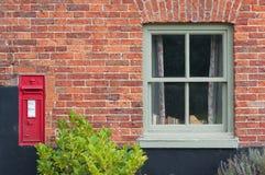 Postbox vittoriano tradizionale, Inghilterra, Fotografie Stock Libere da Diritti