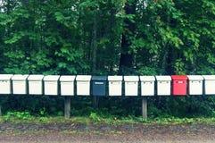 Postboxes строки пестротканые в парке Стоковое фото RF