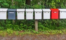 Postboxes строки пестротканые в парке Стоковые Изображения RF