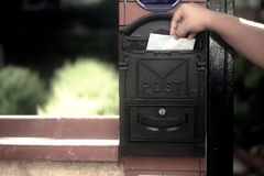 Postbus komende brief Royalty-vrije Stock Afbeelding
