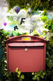 Postbus met kleurrijke brieven Royalty-vrije Stock Foto
