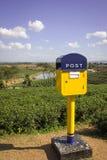 Postbus op heuvel Stock Fotografie