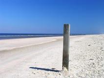 Poste 1 de la playa Imagen de archivo libre de regalías