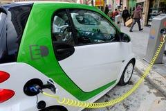 Poste d'essence pour les voitures électriques Photo stock
