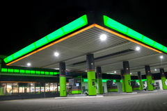 Poste d'essence vert images stock