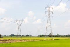 Poste de alto voltaje de la potencia de la electricidad Foto de archivo